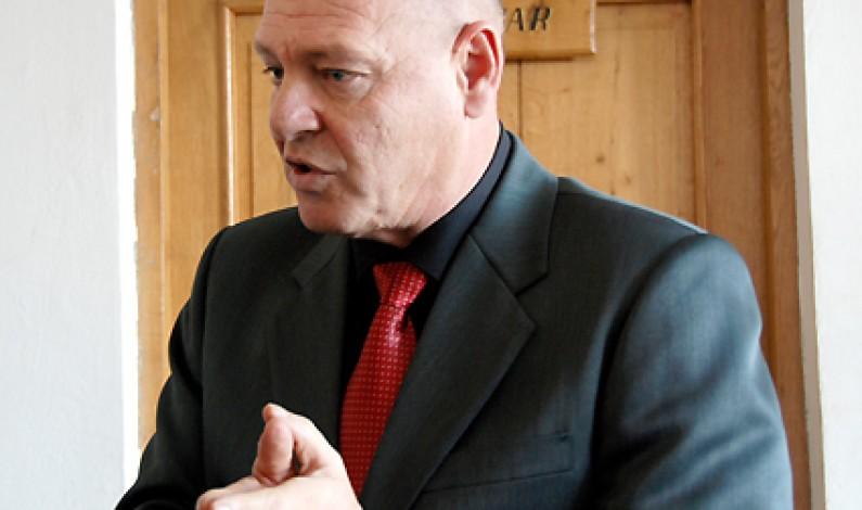 Huja a demisionat din funcţia de preşedinte al FC Cisnădie