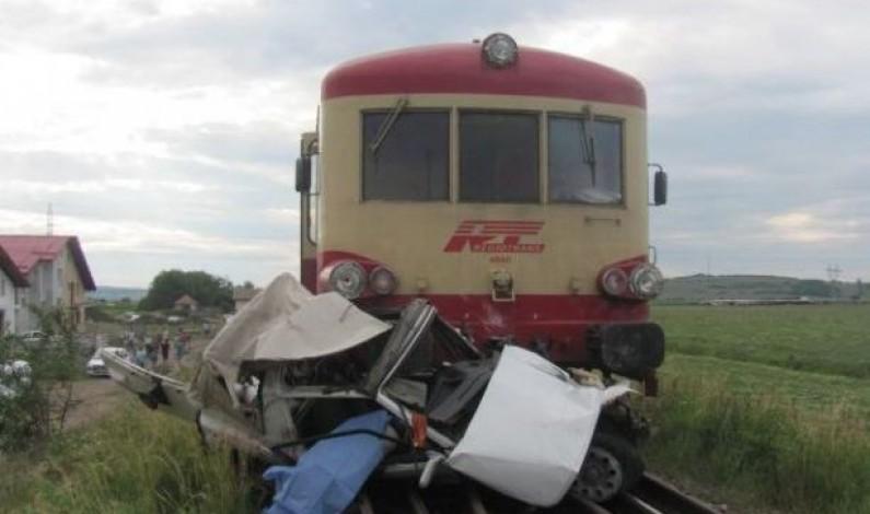 Accident grav la Sibiu. O maşină a fost lovită de un tren