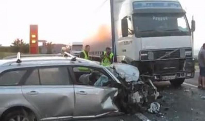Accident cu 3 masini pe DN1 la Aciliu