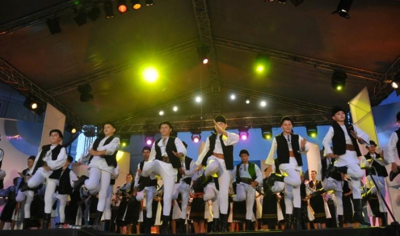 """Junii Sibiului participă la Festivalul Internațional de Folclor """"Nunta Zamfirei"""""""